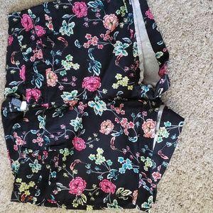 Black multicolored short shorts